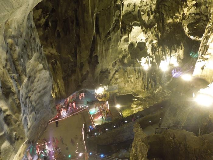 クアラルンプール観光1 不思議な洞窟バトゥ・ケーブ、そしてツインタワー!さらに錦織選手。。