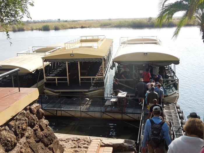 ゾウの楽園チョベ国立公園でボートサファリ! (2)