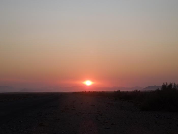 ナミビアレンタカーの旅 Part2 赤い砂漠と白い死の沼地へ!ソッサスフレイとデッドフレイ