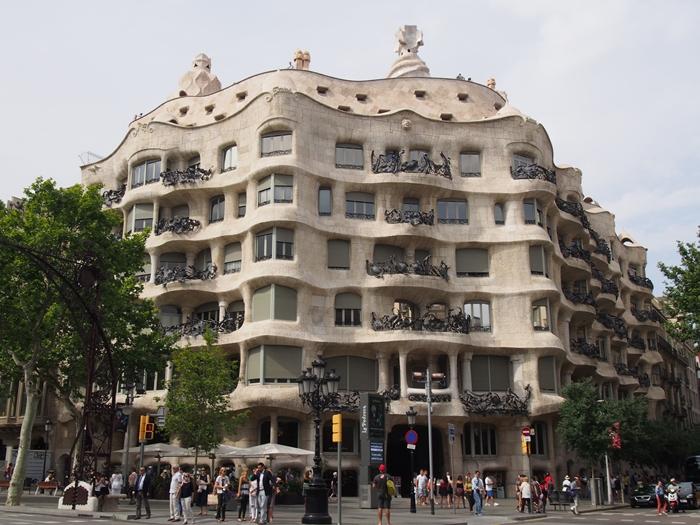 バルセロナでガウディ建築に感動。