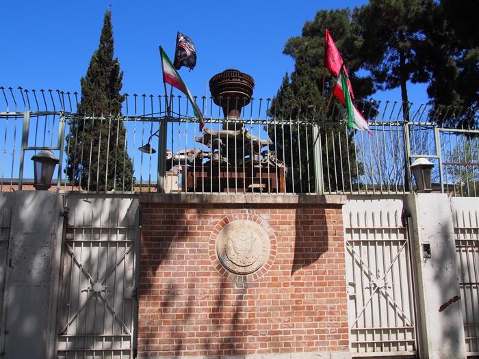 ドクロの女神と星条旗の銃。イラン革命の爪痕が残るテヘランの旧アメリカ大使館! (19)