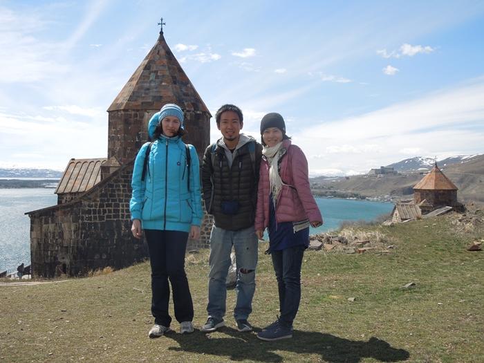 セヴァン湖ツアー!青い湖、赤茶色の教会修道院、そして明るいお墓。。 (12)