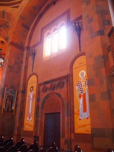 セヴァン湖ツアー!青い湖、赤茶色の教会修道院、そして明るいお墓。。 (21)