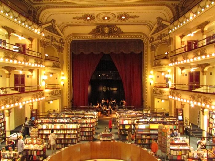 【アルゼンチン08】カラフルな町並みのカミニートと、世界で2番目に美しい本屋El ATENEO GRAND SPLENDID (41)