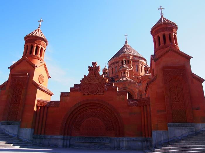 セヴァン湖ツアー!青い湖、赤茶色の教会修道院、そして明るいお墓。。 (16)