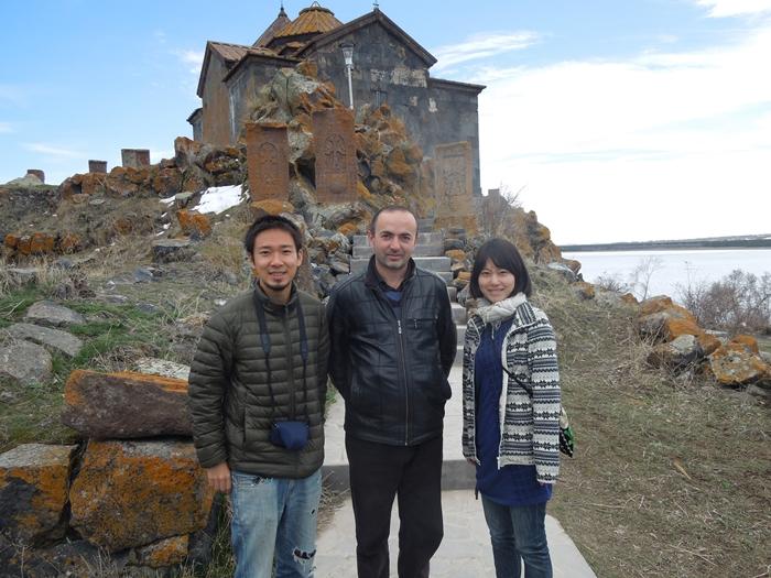 セヴァン湖ツアー!青い湖、赤茶色の教会修道院、そして明るいお墓。。 (7)