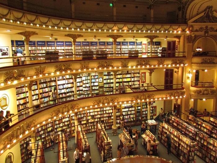 【アルゼンチン08】カラフルな町並みのカミニートと、世界で2番目に美しい本屋El ATENEO GRAND SPLENDID (42)