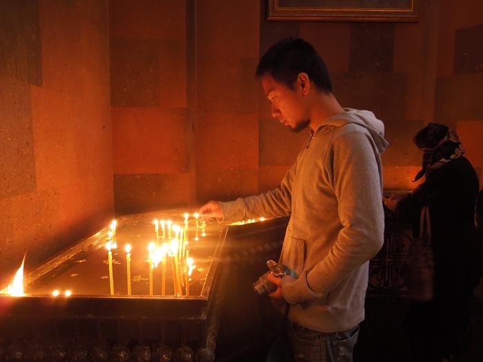 セヴァン湖ツアー!青い湖、赤茶色の教会修道院、そして明るいお墓。。 (2)