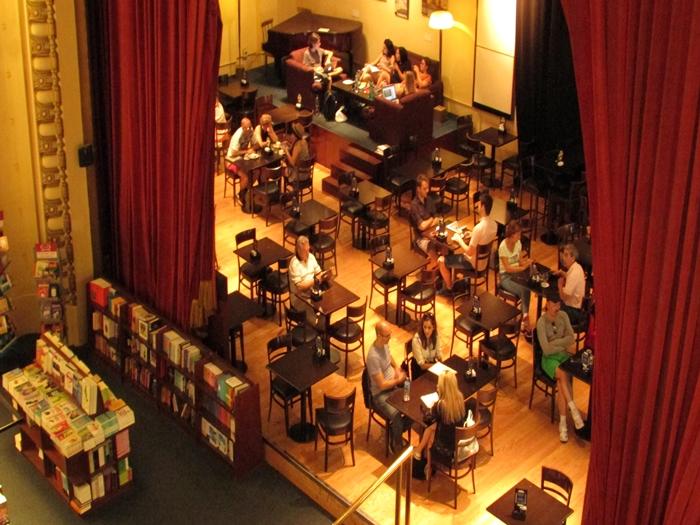 【アルゼンチン08】カラフルな町並みのカミニートと、世界で2番目に美しい本屋El ATENEO GRAND SPLENDID (43)