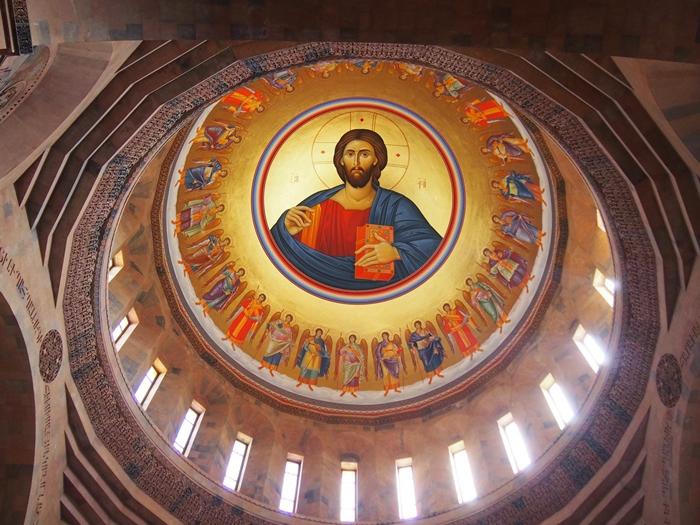 セヴァン湖ツアー!青い湖、赤茶色の教会修道院、そして明るいお墓。。 (20)