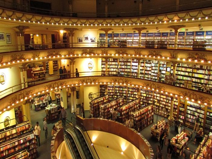 【アルゼンチン08】カラフルな町並みのカミニートと、世界で2番目に美しい本屋El ATENEO GRAND SPLENDID (44)