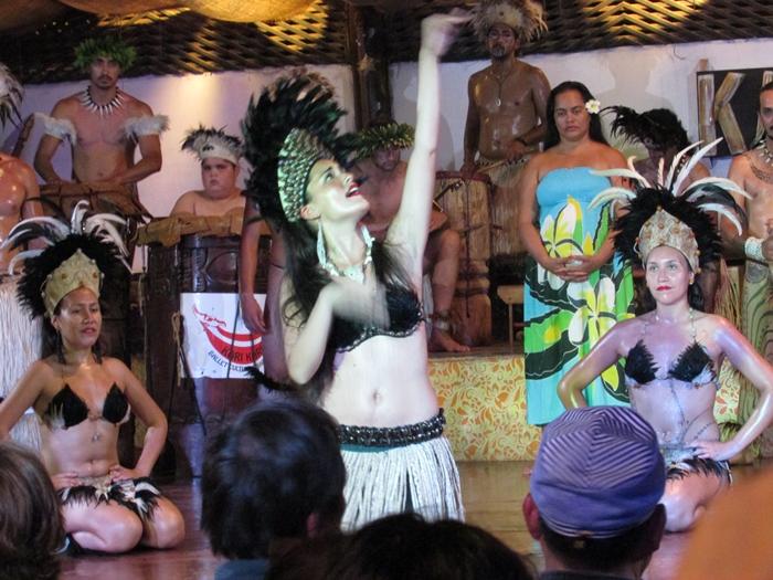 【チリ15】ハンガ・ロア散歩 早速モアイに遭遇。。夜はポリネシアン・ダンス! (35)