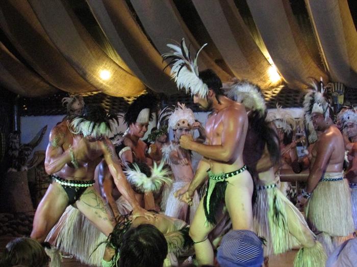 【チリ15】ハンガ・ロア散歩 早速モアイに遭遇。。夜はポリネシアン・ダンス! (34)