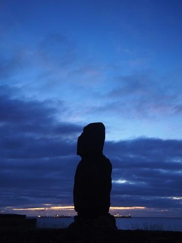 【チリ15】ハンガ・ロア散歩 早速モアイに遭遇。。夜はポリネシアン・ダンス! (28)
