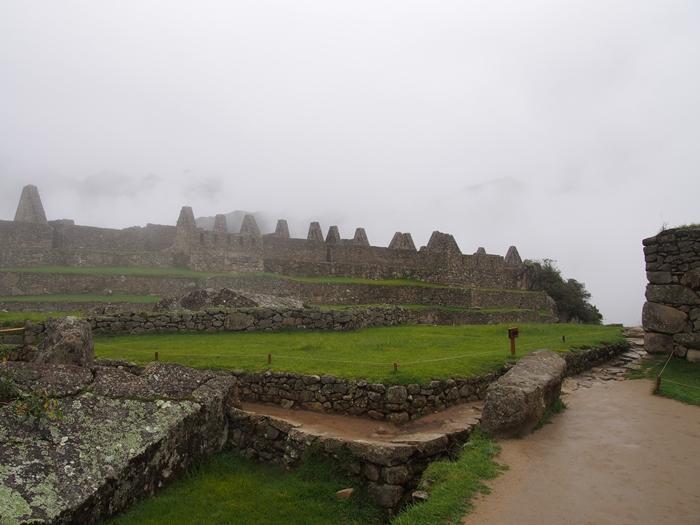 【ペルー06 世界遺産】雨降りしきる空中都市マチュピチュ (25)