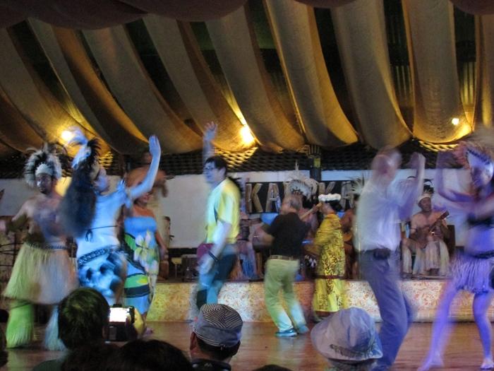 【チリ15】ハンガ・ロア散歩 早速モアイに遭遇。。夜はポリネシアン・ダンス! (36)