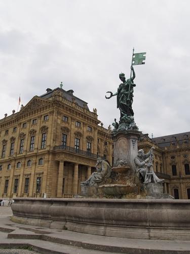【ドイツ05】ドイツに乾杯!世界遺産ライン川とロマンチック街道6日間 ~ローテンブルグでお買い物♪夢のようなツアーをありがとう!〜 (1)