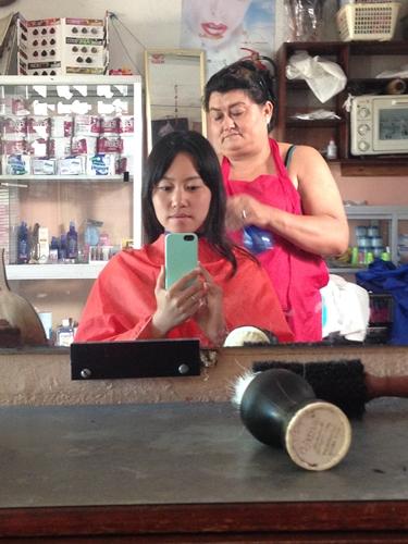 【エクアドル07】ガラパゴスで髪を切ってもらいました。 (7)