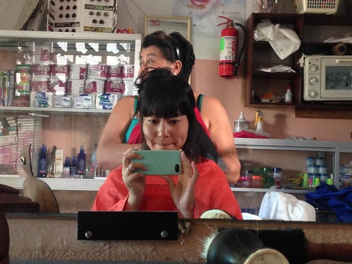 【エクアドル07】ガラパゴスで髪を切ってもらいました。 (8)