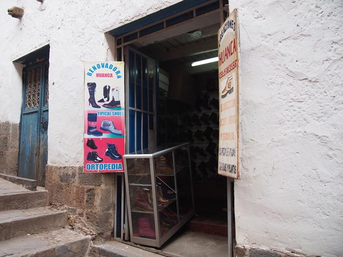 【ペルー14】クスコで自分だけの靴を作ってもらおう! (6)