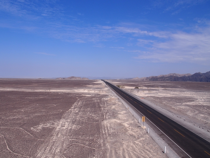 【ペルー11 移動&宿情報+世界遺産】クスコからイカへ(ナスカ経由)。そしてミラドールからの地上絵「手」と「木」 (13)