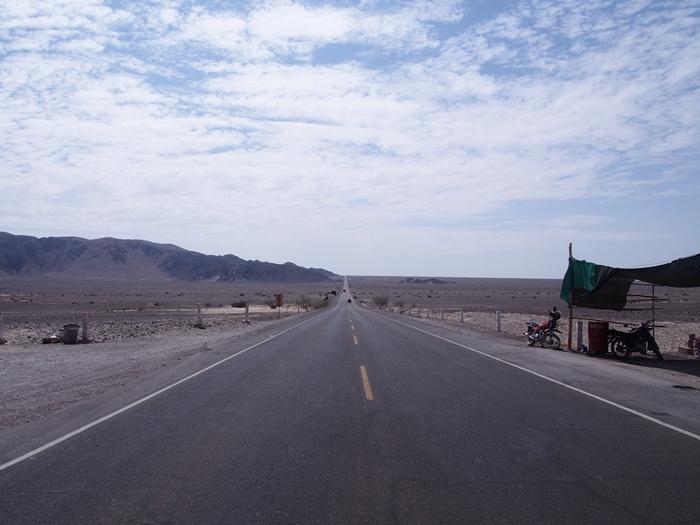 【ペルー11 移動&宿情報+世界遺産】クスコからイカへ(ナスカ経由)。そしてミラドールからの地上絵「手」と「木」 (14)