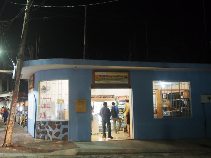 【エクアドル04】プエルト・アヨラサンタクルス島の宿、レストラン、移動情報などあれこれ ガラパゴスPart3 (33)