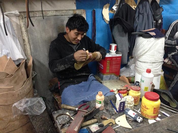 【ペルー14】クスコで自分だけの靴を作ってもらおう! (16)