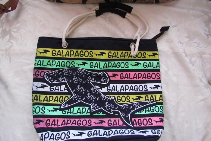 【エクアドル6】ガラパゴス お土産情報!高いけど、つい買ってしまう可愛さ! (8)