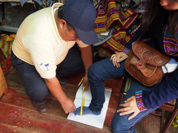 【ペルー14】クスコで自分だけの靴を作ってもらおう! (8)