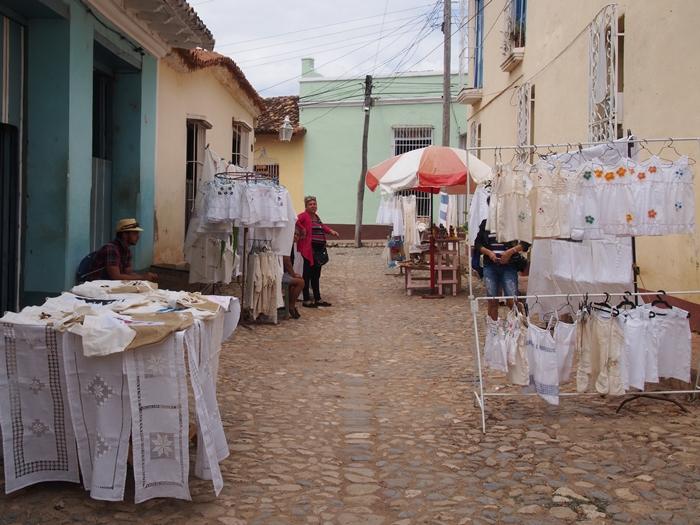 【キューバ07 世界遺産】アートとパステルカラーの建物の町トリニダー。久しぶりの人種差別被害も。。 (21)