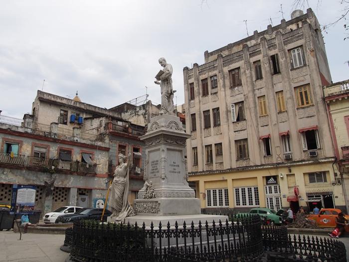 【キューバ03 世界遺産】ヘミングウェイの愛したハバナ。歴史を感じるクラシックカーとコロニアルな町並み~ハバナ観光1~ (17)
