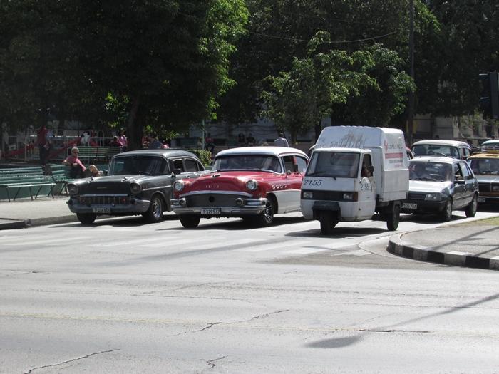 【キューバ03 世界遺産】ヘミングウェイの愛したハバナ。歴史を感じるクラシックカーとコロニアルな町並み~ハバナ観光1~ (6)