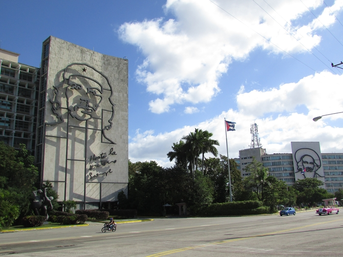 【キューバ04 世界遺産】革命の爪痕残るハバナ。革命広場にはチェ・ゲバラの姿~ハバナ観光2~ (9)