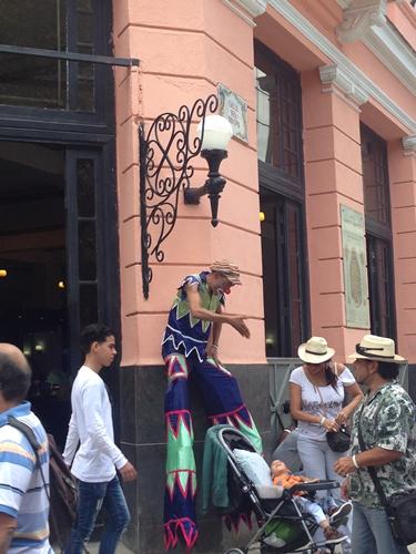 【キューバ03 世界遺産】ヘミングウェイの愛したハバナ。歴史を感じるクラシックカーとコロニアルな町並み~ハバナ観光1~ (10)
