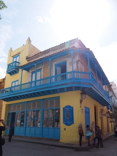 【キューバ03 世界遺産】ヘミングウェイの愛したハバナ。歴史を感じるクラシックカーとコロニアルな町並み~ハバナ観光1~ (25)