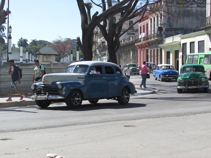【キューバ03 世界遺産】ヘミングウェイの愛したハバナ。歴史を感じるクラシックカーとコロニアルな町並み~ハバナ観光1~ (3)