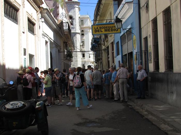 【キューバ03 世界遺産】ヘミングウェイの愛したハバナ。歴史を感じるクラシックカーとコロニアルな町並み~ハバナ観光1~ (4)