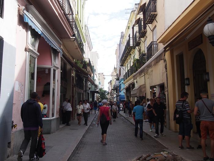 【キューバ03 世界遺産】ヘミングウェイの愛したハバナ。歴史を感じるクラシックカーとコロニアルな町並み~ハバナ観光1~ (19)
