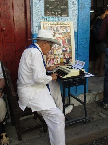【キューバ05】ハバナでバー巡り!La Bodeguita del MedioとBAR OKINAWA (3)
