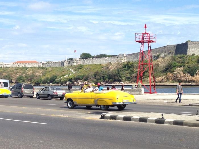 【キューバ03 世界遺産】ヘミングウェイの愛したハバナ。歴史を感じるクラシックカーとコロニアルな町並み~ハバナ観光1~ (7)