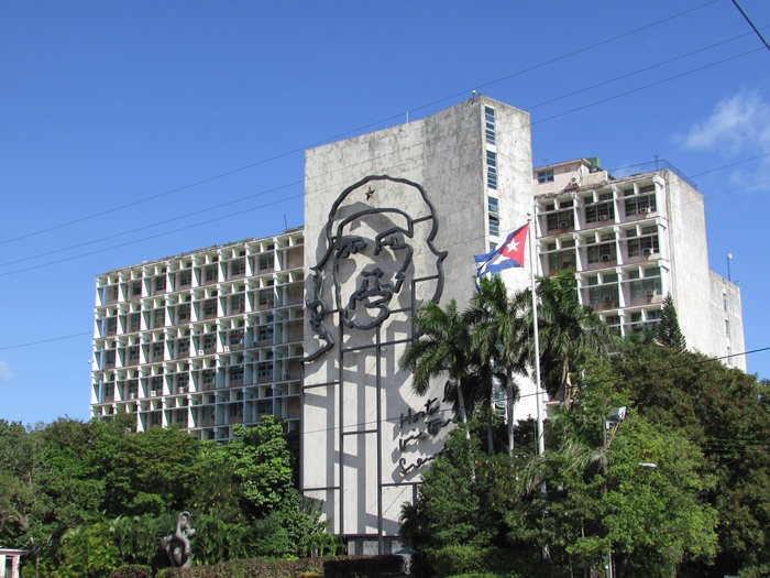 【キューバ04 世界遺産】革命の爪痕残るハバナ。革命広場にはチェ・ゲバラの姿~ハバナ観光2~ (8)
