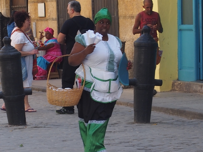 【キューバ03 世界遺産】ヘミングウェイの愛したハバナ。歴史を感じるクラシックカーとコロニアルな町並み~ハバナ観光1~ (24)