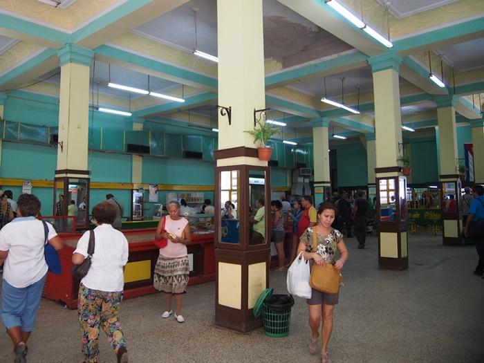 【キューバ03 世界遺産】ヘミングウェイの愛したハバナ。歴史を感じるクラシックカーとコロニアルな町並み~ハバナ観光1~ (22)