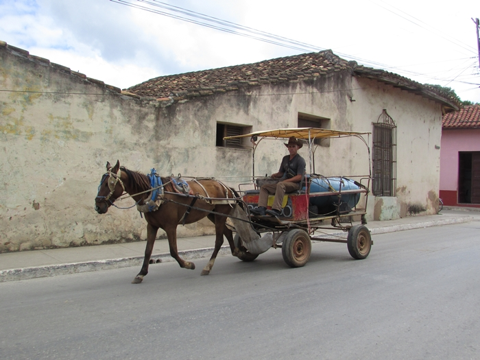 【キューバ07 世界遺産】アートとパステルカラーの建物の町トリニダー。久しぶりの人種差別被害も。。 (5)