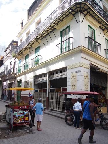 【キューバ03 世界遺産】ヘミングウェイの愛したハバナ。歴史を感じるクラシックカーとコロニアルな町並み~ハバナ観光1~ (20)