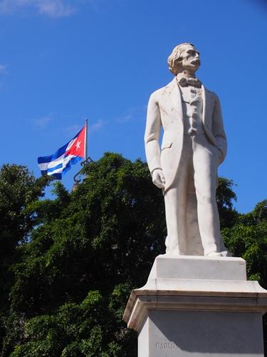 【キューバ03 世界遺産】ヘミングウェイの愛したハバナ。歴史を感じるクラシックカーとコロニアルな町並み~ハバナ観光1~ (28)