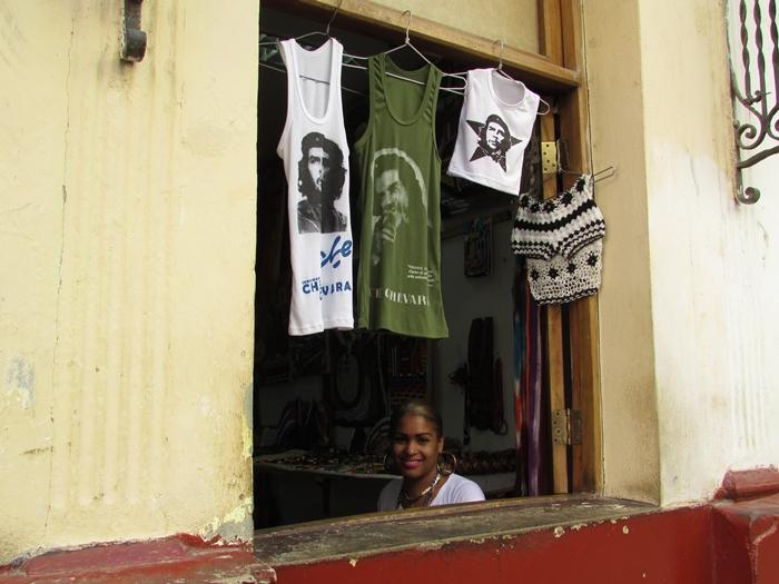 【キューバ04 世界遺産】革命の爪痕残るハバナ。革命広場にはチェ・ゲバラの姿~ハバナ観光2~ (5)