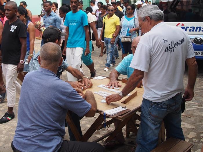 【キューバ07 世界遺産】アートとパステルカラーの建物の町トリニダー。久しぶりの人種差別被害も。。 (1)