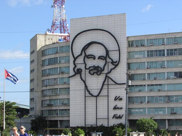 【キューバ04 世界遺産】革命の爪痕残るハバナ。革命広場にはチェ・ゲバラの姿~ハバナ観光2~ (7)